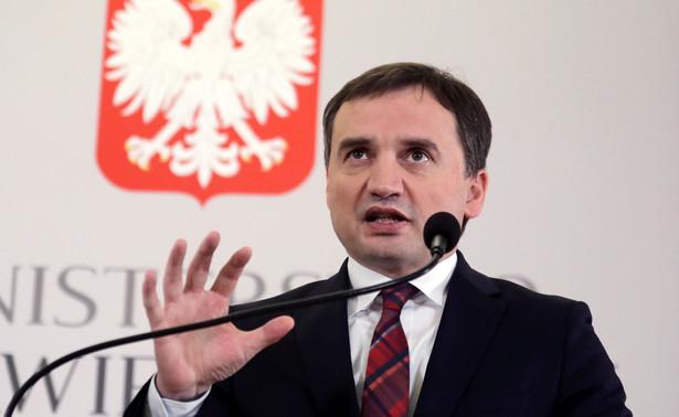 Ziobro podkreślił, że część przestępstw komunistycznych w ogóle nie mogła być ścigana do 1995 r., a następnie od razu została przedawniona