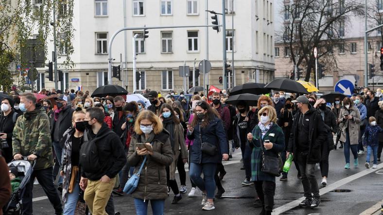 Uczestnicy protestu przeciwko zaostrzeniu prawa aborcyjnego w Warszawie.