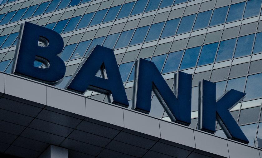 Dziewięć polskich banków zapowiedziało przerwy techniczne w ten weekend. Lepiej wypłać gotówkę wcześniej!