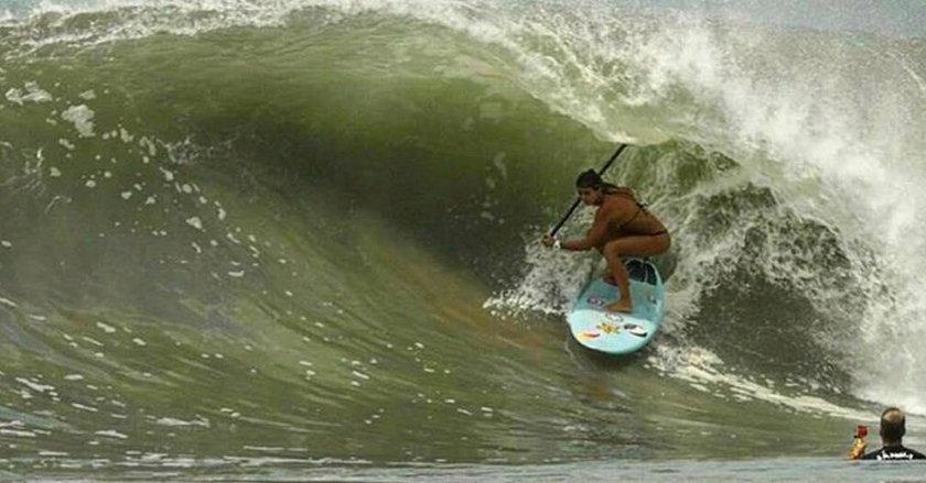 Piękna surferka prosto z Brazylii