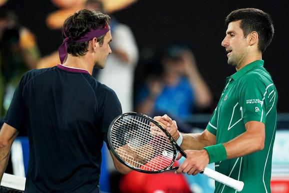 Pozdrav Federera i Đokovića