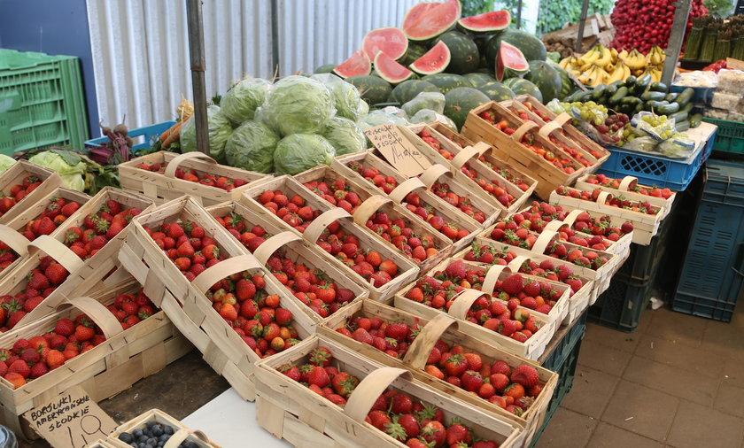 Na niektórych straganach ceny truskawek dochodzą nawet do 20 zł za kilogram