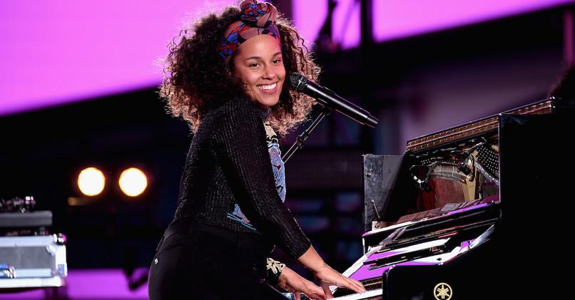 Alicia Keys rada chodí bez make-upu a je aj bez neho veľmi krásna. 8c98957f6ca
