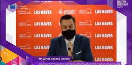 Minister przyłapany na oszustwie. Dzięki maseczce udawał, że mówi po angielsku