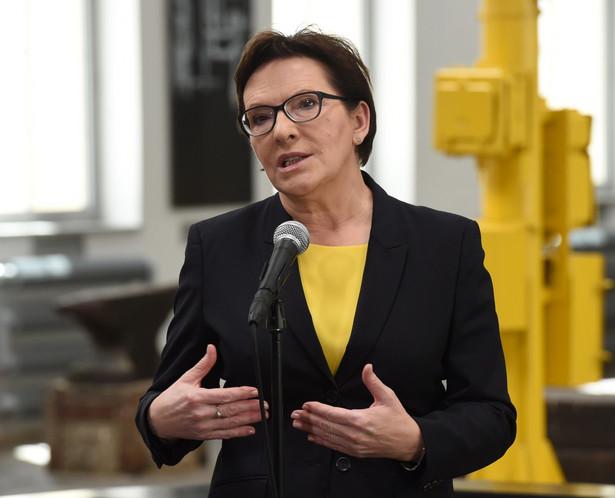 Premier Ewa Kopacz podczas konferencji prasowej w Centrum Nauki i Sztuki Stara Kopalnia w Wałbrzychu, PAP/Radek Pietruszka