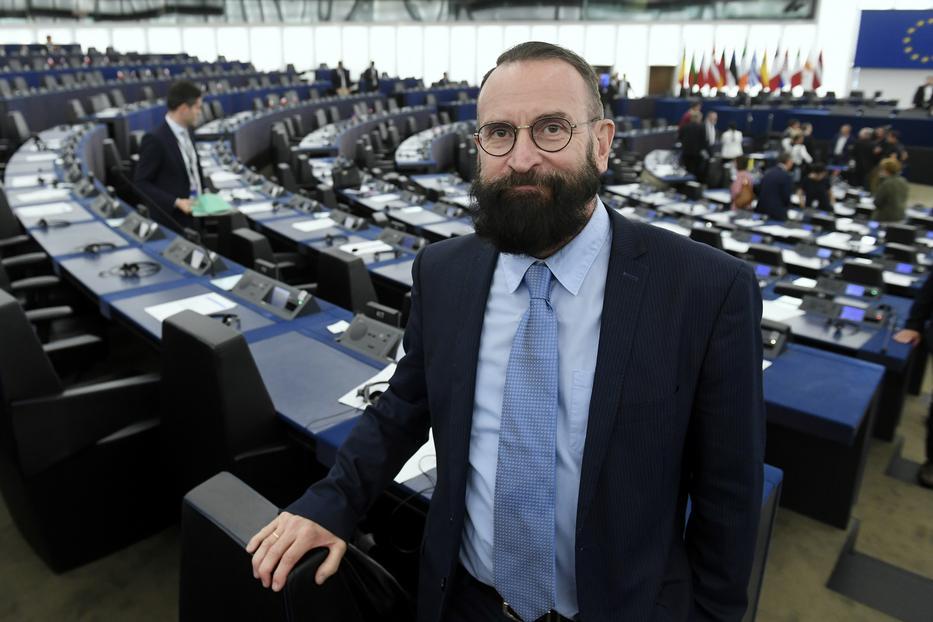 Szájer József érezte a bajt, és már az ügy kipattanása előtt lemondott EP-képviselői mandátumáról. Igaz, egyéb okra hivatkozott / Fotó: MTI/ Koszticsák Szilárd