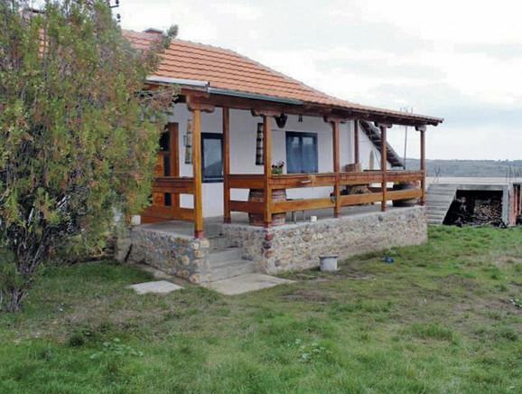 Veranda bake Ljubice napravljena je od poludragog i dragog kamenja