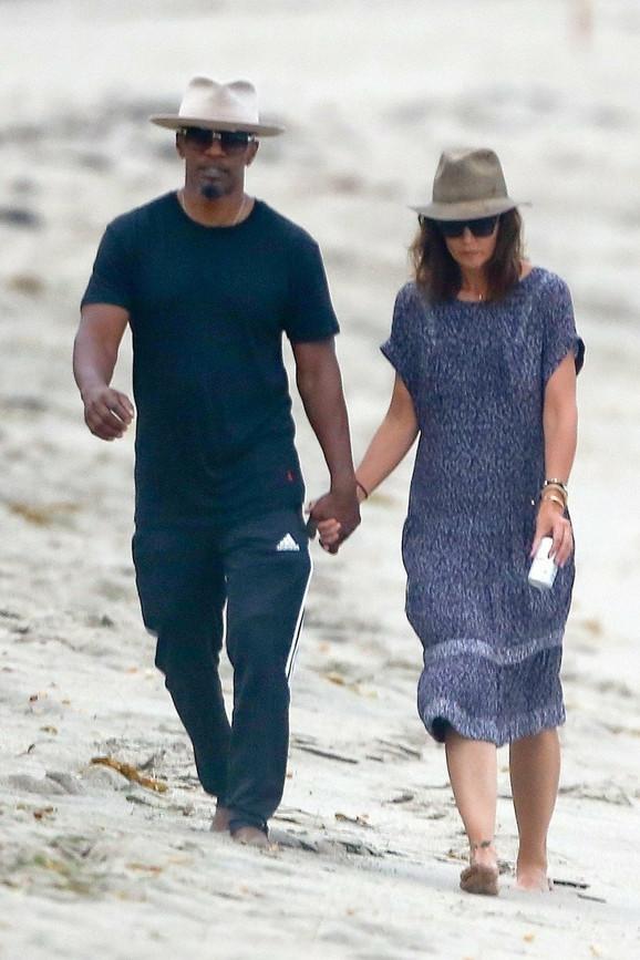 Kejti i Džejmi uslikani na plaži