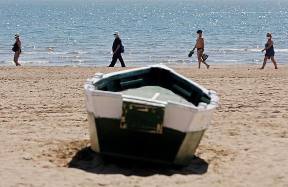 Držanje distance: Plaža Malvarosa u Valensiji, Španija