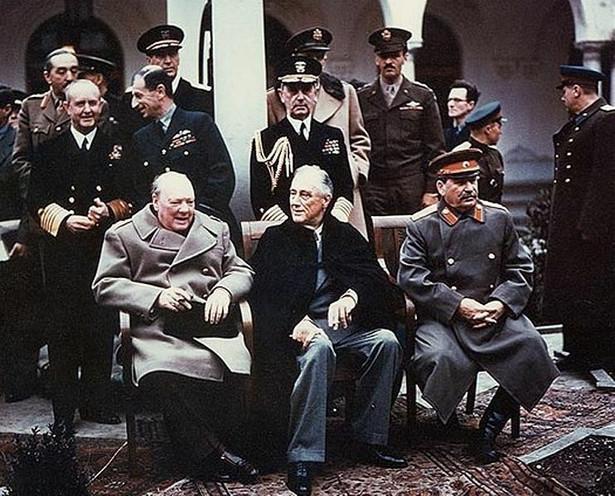 Konferencja jałtańska trwała od 4 do 11 lutego 1945 roku. Na zdjęciu przywódcy mocarstw koalicji antyhitelerowskiej: Winston Churchill, Franklin Delano Roosevelt i Józef Stalin