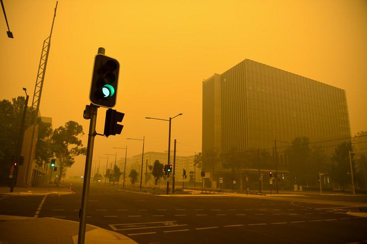 Prazne ulice Kanbere zbog dima