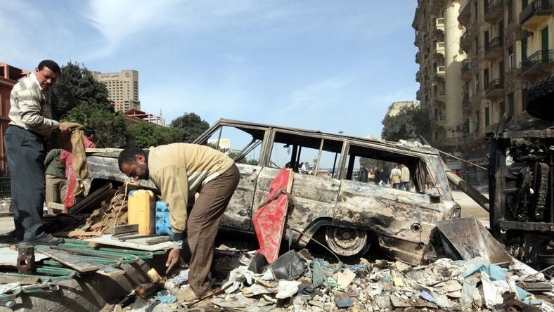 """W """"dniu odejścia"""" w Kairze i Alesandrii wciąż protestują dziesiątki tysięcy ludzi"""
