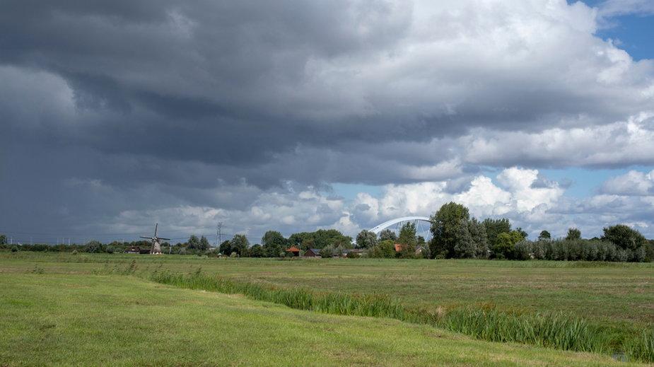 Prognoza pogody na kolejne dni. Deszcz, burze, będzie zimniej