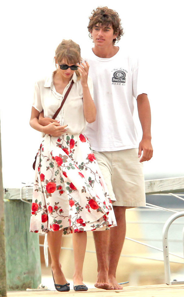 Taylor Swift i Connor Kennedy (2012 rok)