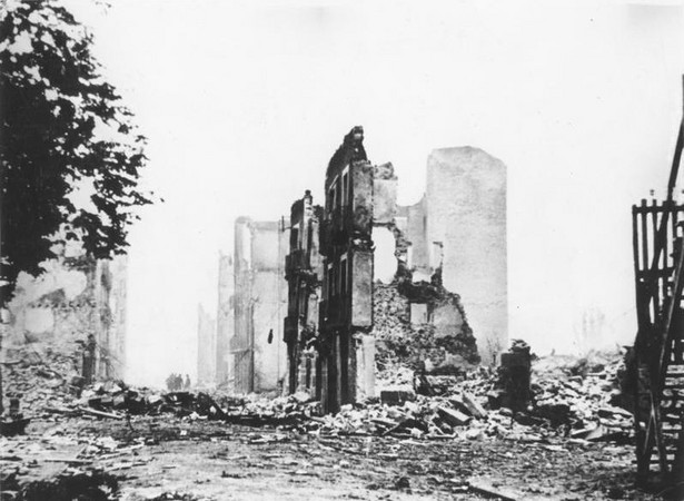 Ruiny Guerniki (1937 r.). Źródło: Bundesarchiv, Bild 183-H25224 / autor nieznany / CC-BY-SA 3.0
