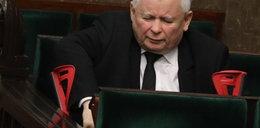Obolały Kaczyński w Sejmie