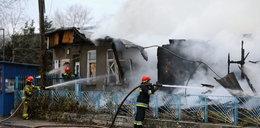 Potężny pożar w Warszawie. Wybuchły fajerwerki