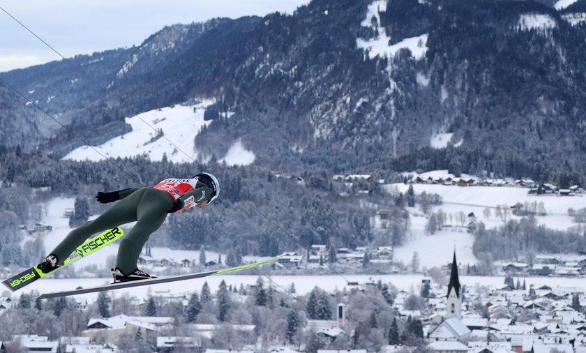 TCS w Oberstdorfie: Dalekie skoki Polaków w serii próbnej