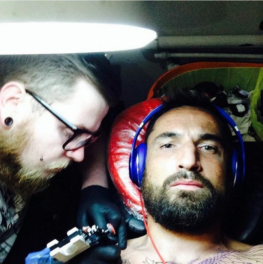 Nowy tatuaż Marcina Wasilewskiego. Zdjęcia