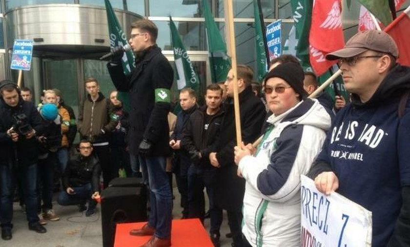 """Demonstracja """"STOP Cenzurze"""" narodowców pod siedzibą Facebooka"""