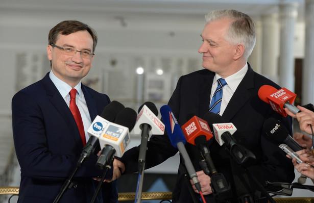 Zbigniew Ziobro i Jarosław Gowin w Sejmie na wspólnej konferencji. Fot. PAP/Jacek Turczyk