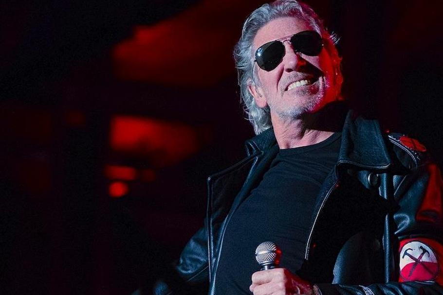 "Roger Waters podczas show ""The Wall"""