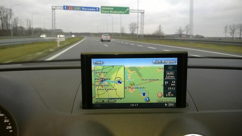 Nawigacji MMI zdarza się również prowadzenie mało intuicyjne: nieco karkołomne planowanie tras.