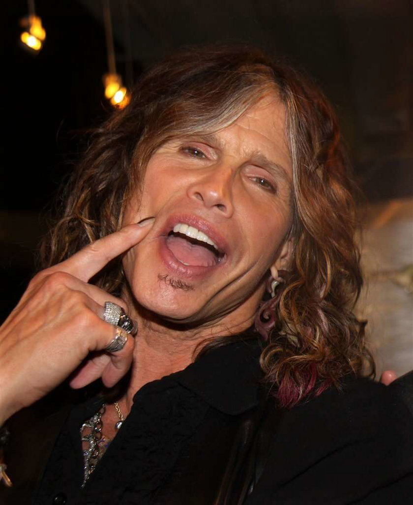 Wokalista Aerosmith w szpitalu. Wybił sobie...