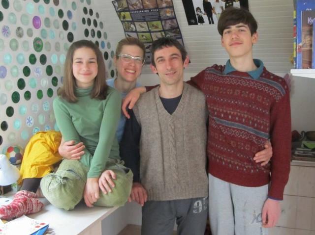 Porodica Dinjaški-Vrbaški iz Stražilova: Alisa, Ana, Marko i Vid