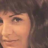 IZA SEBE IMA TRI BRAKA I BROJNE HITOVE Pevačku karijeru je započela na berbi grožđa, a u Beograd je došla BOSA I ŠVORC