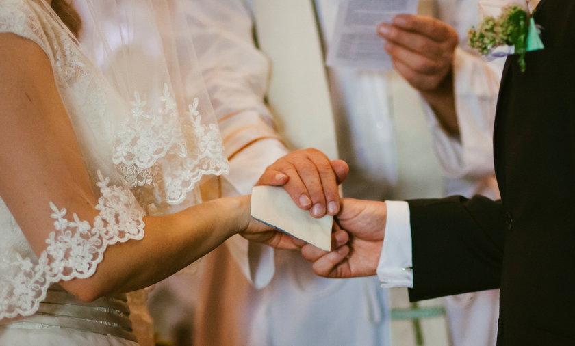 Polacy coraz częściej zawierająintercyzę przed ślubem.