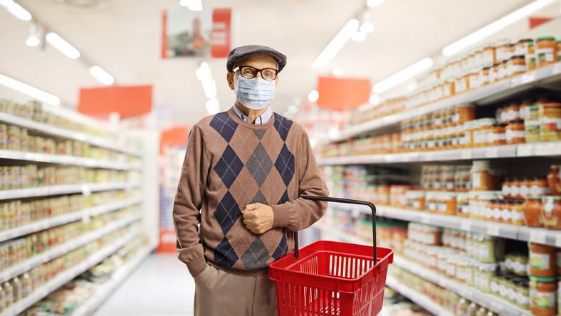 Senior w sklepie. Koronawirus. Godziny dla seniorów. Zakupy