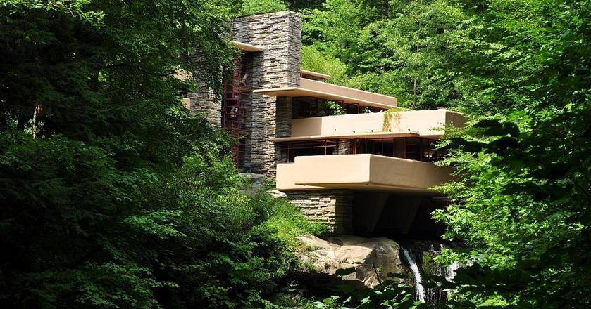 Dom nad wodospadem w USA