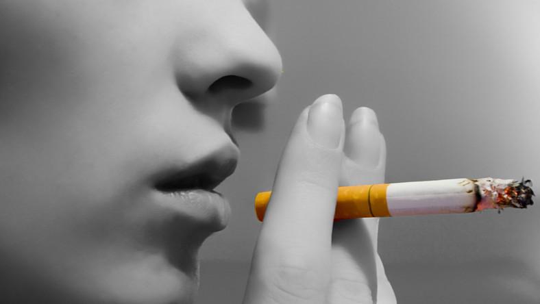 Nawet wypalanie tylko kilku papierosów dziennie zwiększa ryzyko nagłej śmierci