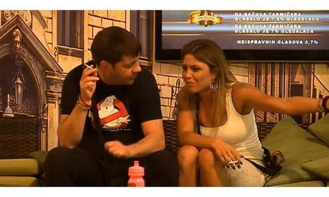 Devojka Ivana Marinkoviće oplela po njegovoj navodnoj ljubavnici: 'Ona je psihički nestabilna! To je jeziva šizofrenija!
