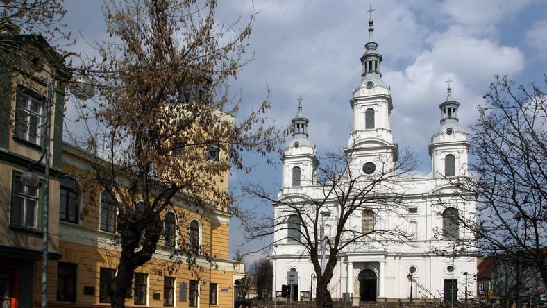 Radomsko. Kościół świętego Lamberta i ratusz po lewej