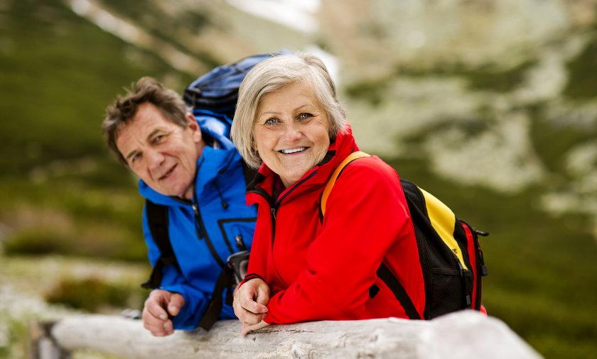 Bon turystyczny powinien przysługiwać także seniorom – przekonuje senator KO Marek Borowski.