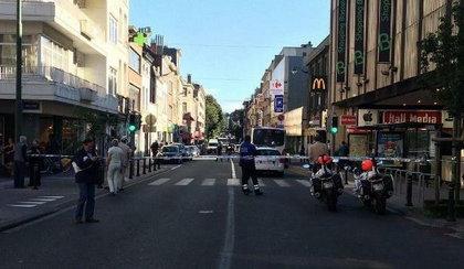 Atak nożowniczki w Brukseli. Trzy osoby ranne