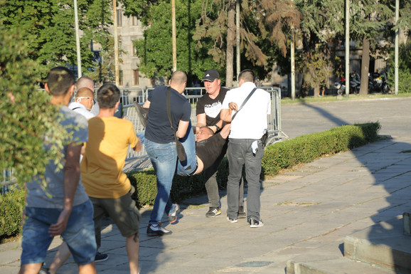 Hapšenje pristalica Srđana Noga