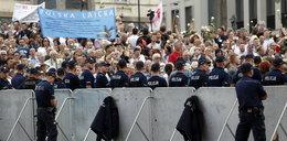 Zamknięto Krakowskie Przedmieście. Szykują się do kolejnej miesięcznicy