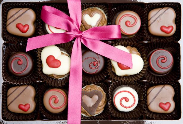 Czekolada Nie od dziś wiadomo, że czekolada należy do ulubionych metod poprawiania humoru. Raz na jakiś czas warto więc oddać się czekoladowemu szaleństwu