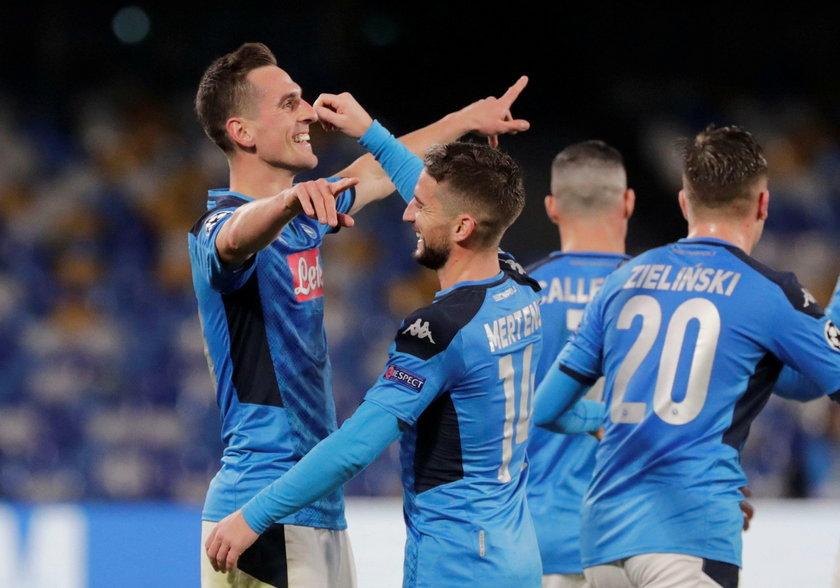 – Napisał do mnie trener Brzęczek, wiadomość wysłał mi też Robert Lewandowski – przyznaje napastnik Napoli.