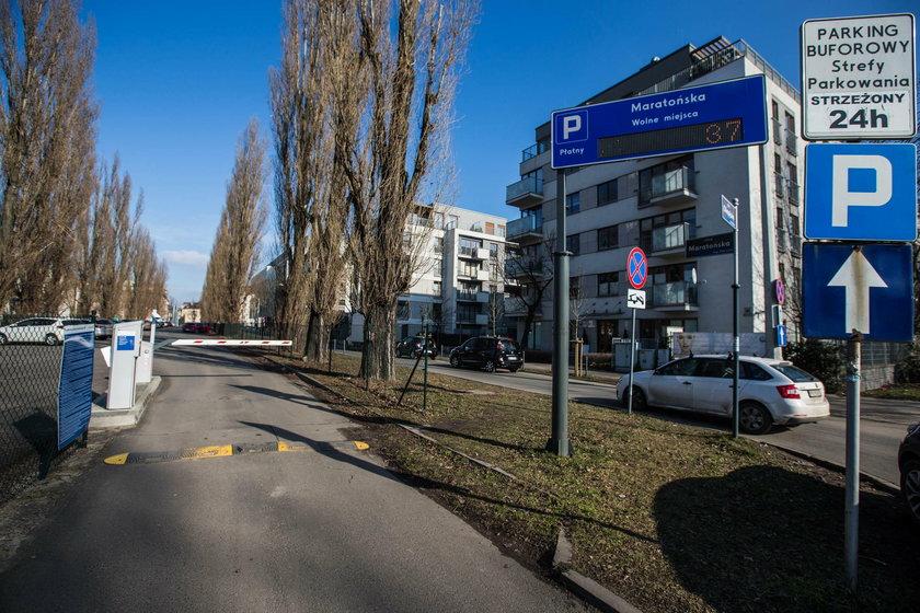 Aplikacja pokazuje tylko sześć parkingów