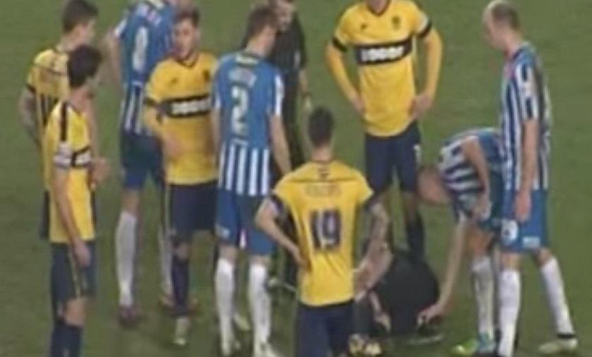 Sędzia padł kontuzjowany, a piłkarz... ukradł mu spray