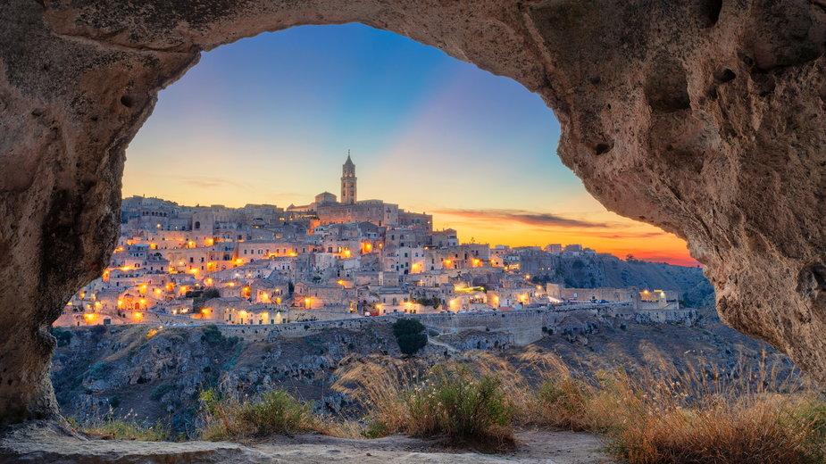 """Włochy: skalne miasto Matera liczy na najazd turystów po filmie """"Nie czas umierać"""""""