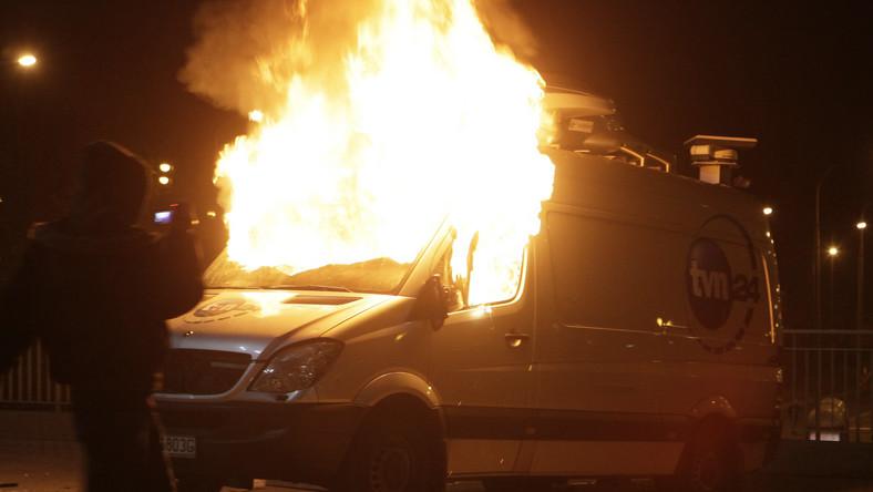 Policja zatrzymała 19-latka podejrzanego o podpalenie wozu TVN24