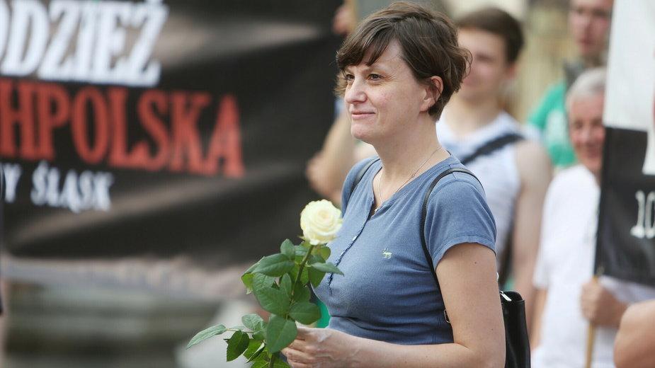 """Ewa Stankiewicz na proteście """"W obronie kibiców i narodowców"""" w 2013 r."""