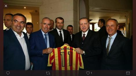 Simović i Prekazi su predsedniku Turske poklonili dres Galatasaraja