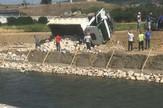 Prevrnuo se kamion pun kamenja