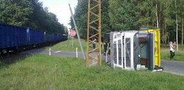 Pociąg przewrócił ciężarówkę
